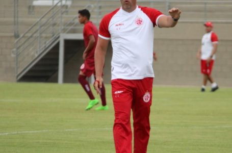Roberto Fernandes de olho na Copa do Brasil e segundo turno do Estadual