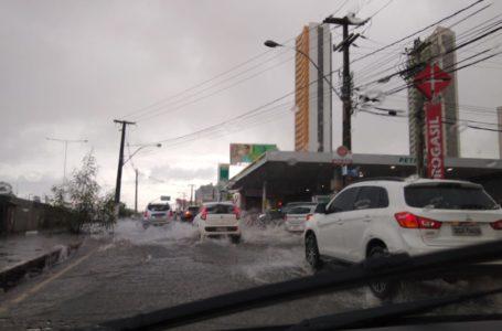 Exposição às águas das enchentes exige cuidados imediatos