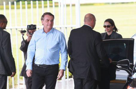 Bolsonaro vai ao Hospital das Forças Armadas em visita ao corpo técnico