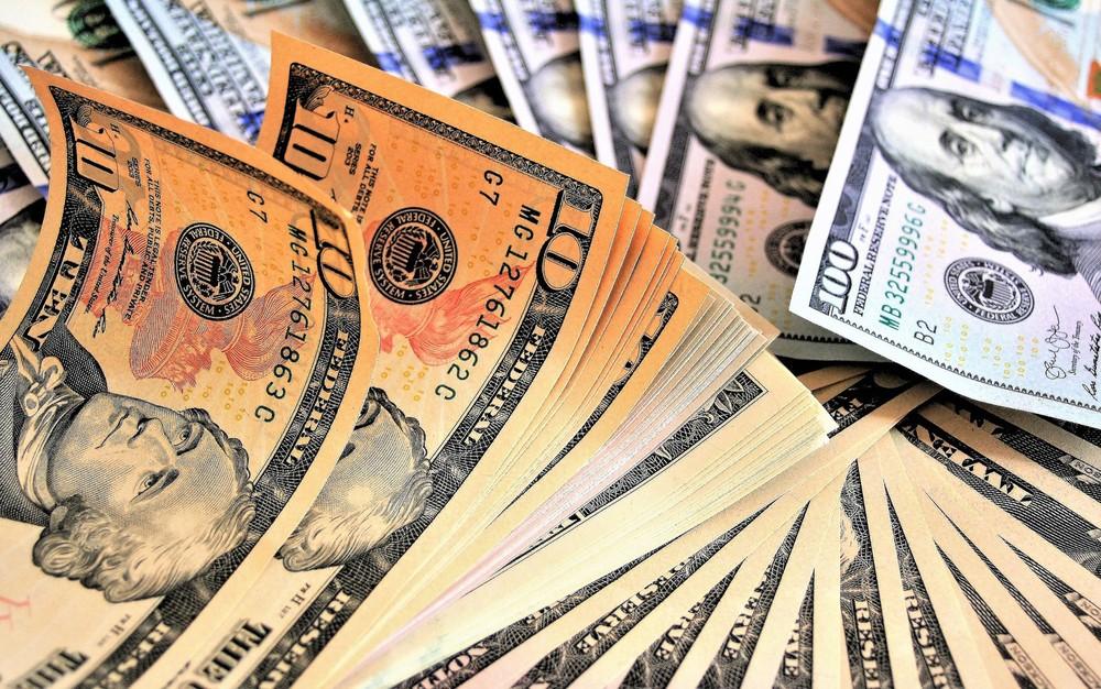 Bovespa despenca mais de 6% e dólar bate em R$ 4,44 sob impacto do Coronavírus