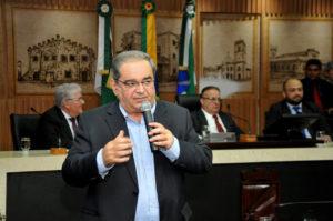 Após repercussão, Álvaro Dias resolve suspender cobrança de R$ 50 mil. Foto: Elpídio Júnior/CMNat