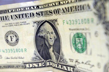 Dólar opera em alta com tombo do petróleo e chega a R$ 4,77