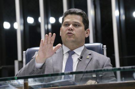 Davi Alcolumbre: fala de Bolsonaro é 'grave'; país precisa de 'liderança séria'