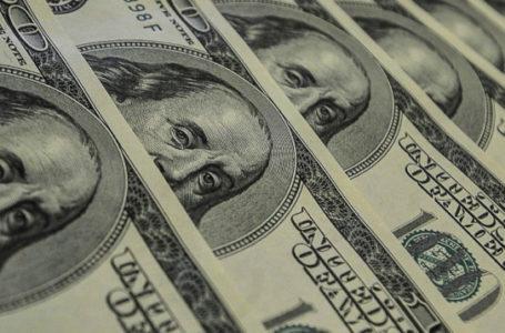 Dólar abre em alta bate R$ 5 pela 1ª vez; no momento a moeda reduz alta para R$ 4,87