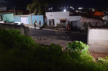 Criança morre após ser atingida por desabamento de muro no Jardim Lola, em São Gonçalo