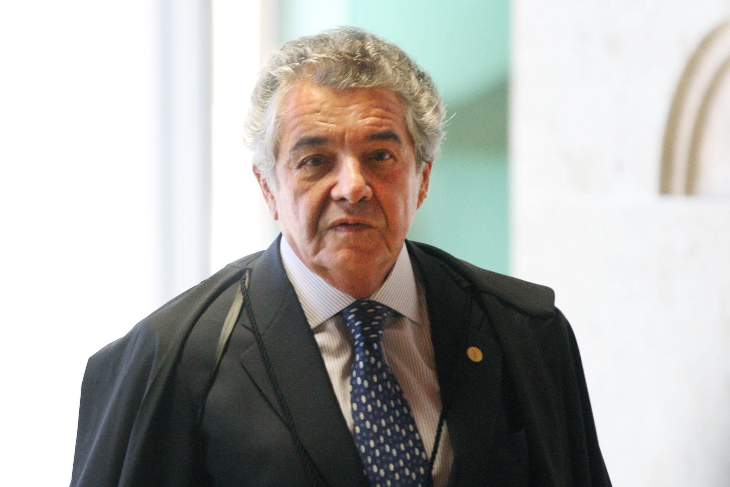Ministro do STF encaminha à PGR parecer sobre pedido de afastamento de Bolsonaro
