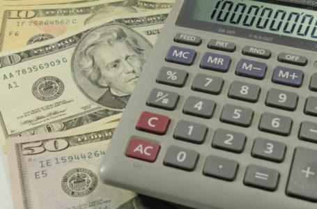 Bolsa abre estável e dólar volta a atingir patamar de R$ 5,20