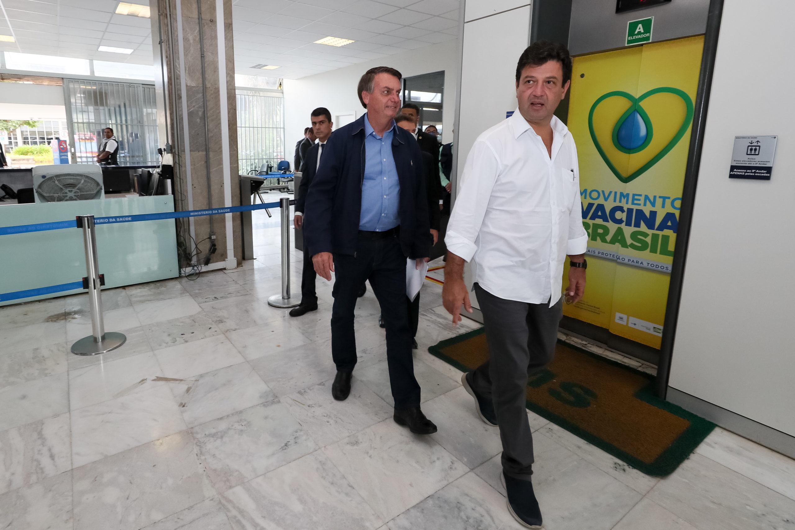 Bolsonaro fala em decreto para 'qualquer profissão' voltar ao trabalho