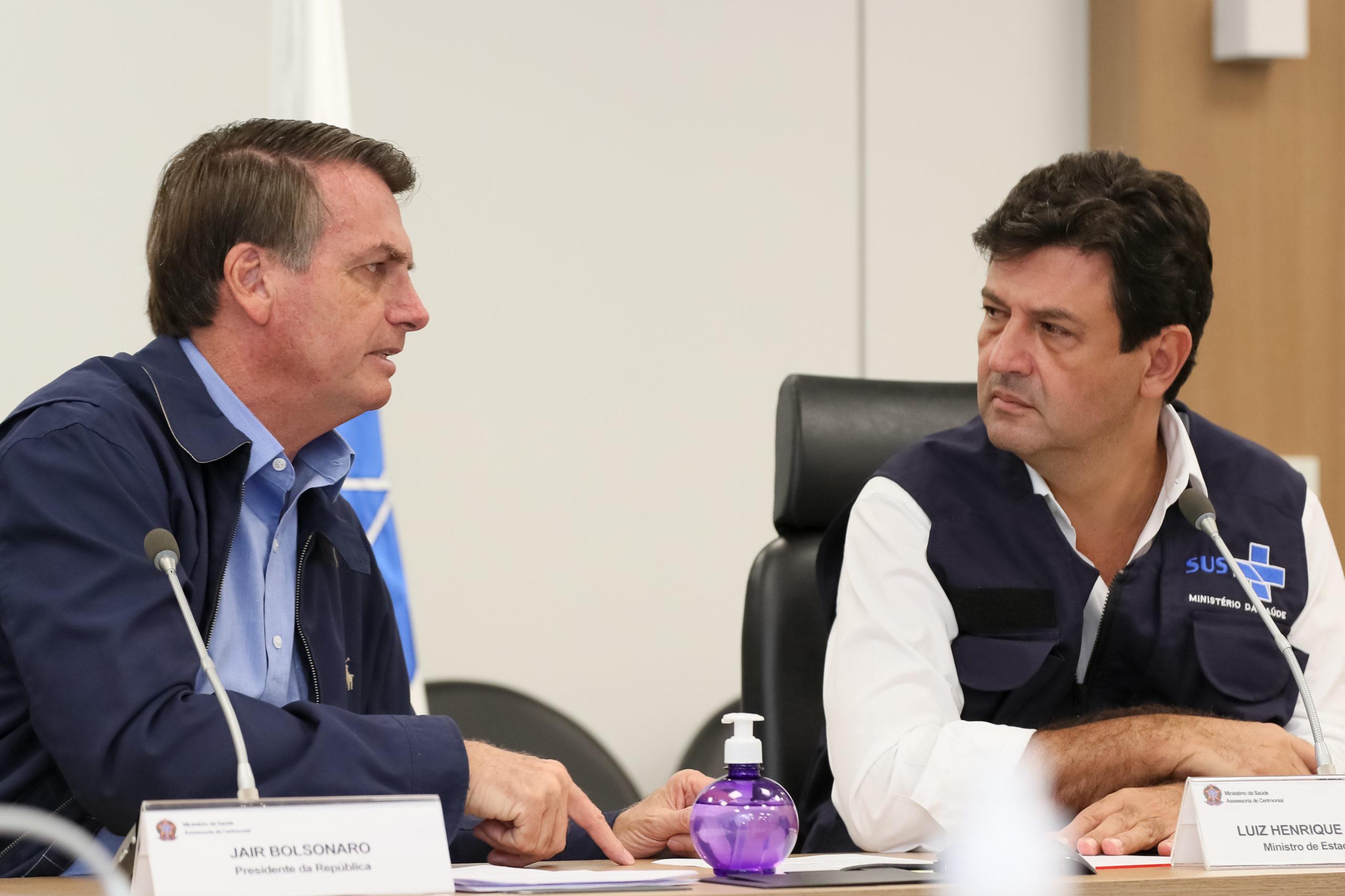 Mandetta avisa equipe que será demitido e que Bolsonaro procura substituto