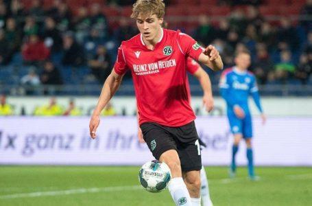 Zagueiro Timo Hübers, da segunda divisão do futebol alemão, é diagnosticado com o novo coronavírus