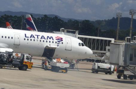 Latam reduz voos internacionais em 30% por baixa demanda e restrições de viagens