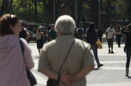Coronavírus: cidade vai multar idoso encontrado fora de casa