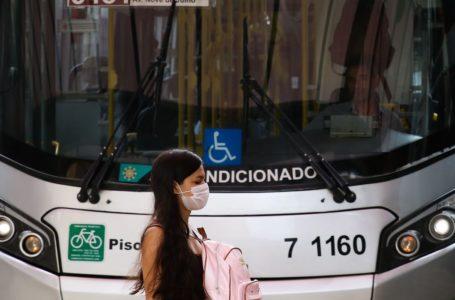 Painéis de trânsito no Rio alertam sobre uso de máscaras