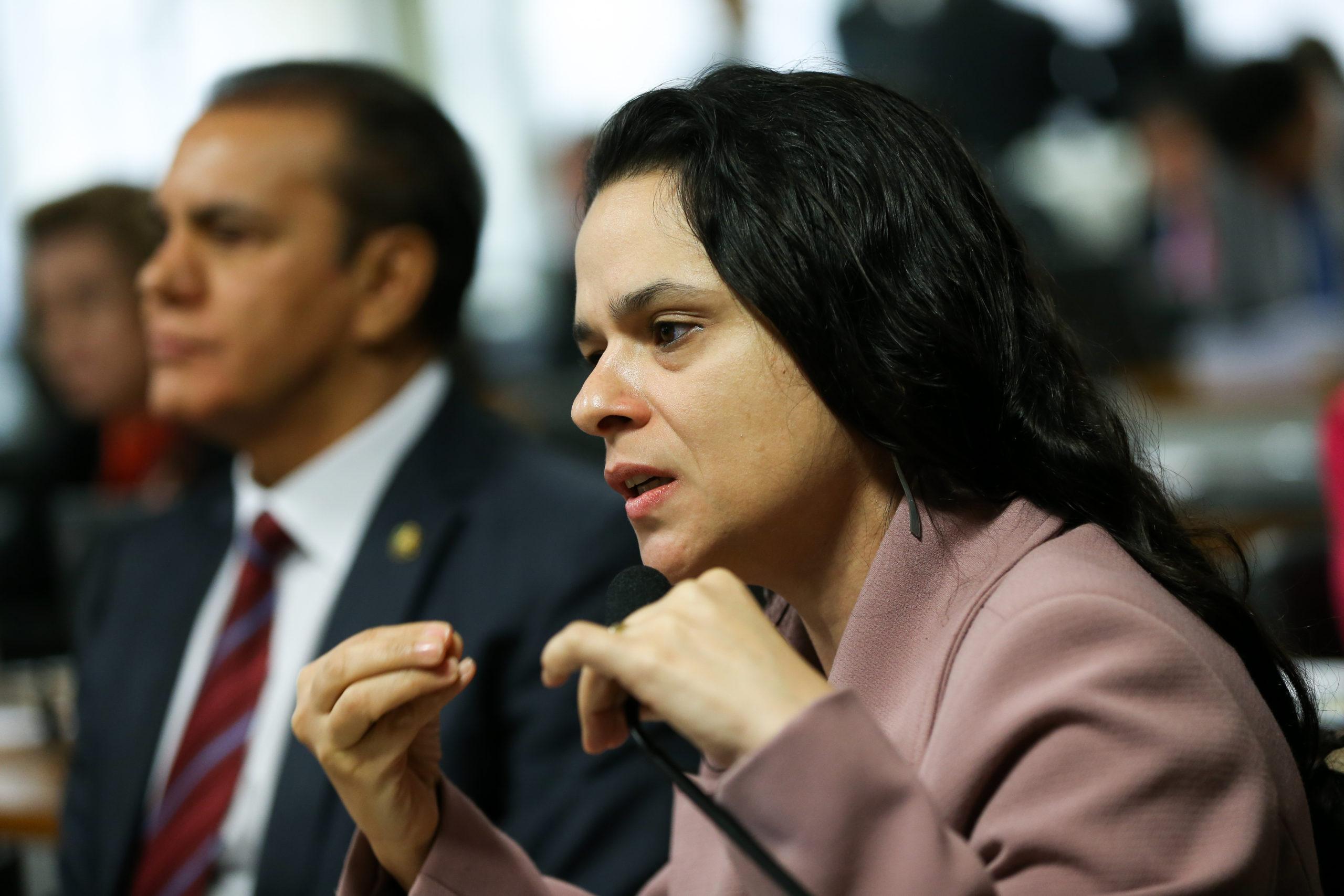 Brasília – A advogada denunciante, Janaína Paschoal, durante audiência para tomada de depoimentos na Comissão Processante do Impeachment (Marcelo Camargo/Agência Brasil)