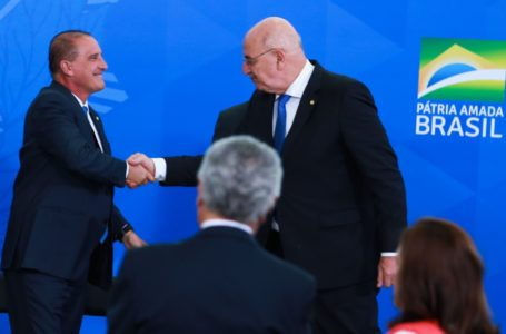 Ministro de Bolsonaro e deputado são flagrados discutindo saída de Mandetta