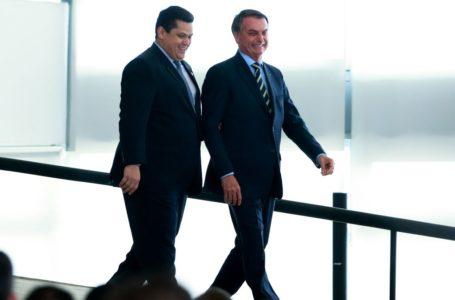 Bolsonaro faz videoconferência com governadores; Maia e Alcolumbre participam; Assista