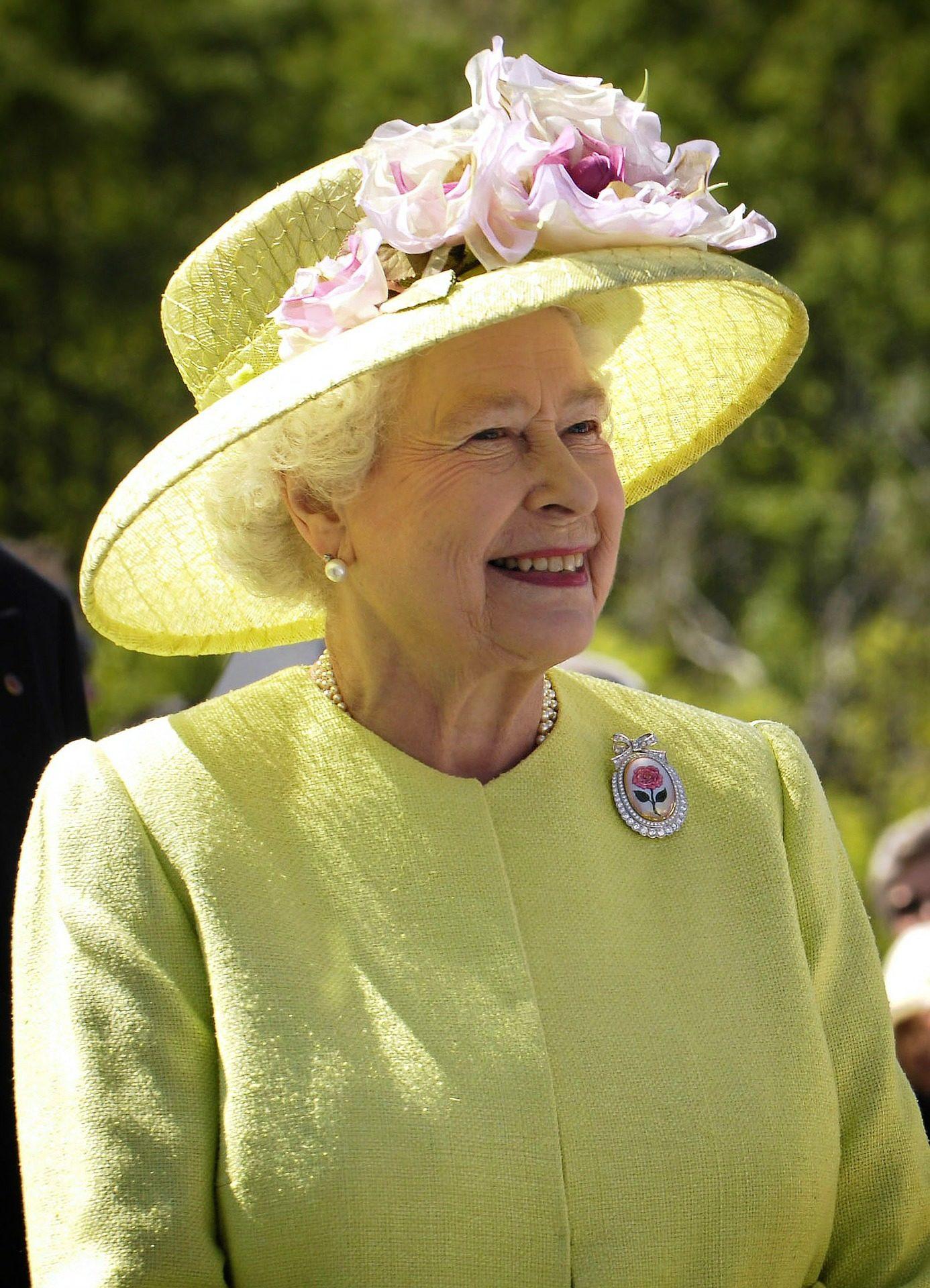 Coronavírus: após 18 anos, rainha Elizabeth II faz pronunciamento histórico