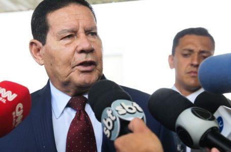 """Mourão ataca imprensa, governadores, parlamentares e juízes: """"Levando o país ao caos"""""""
