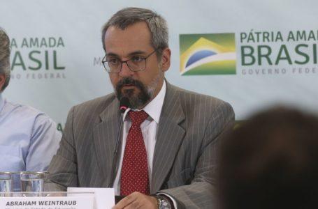 Abraham Weintraub recebe título de persona non grata em Brasília