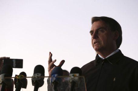 Bolsonaro vai a enterro de soldado no Rio de Janeiro