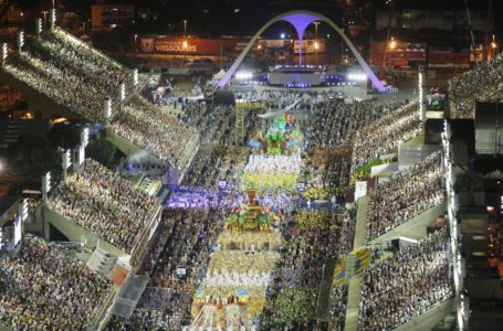 Escolas de samba do RJ discutem o possível adiamento do carnaval