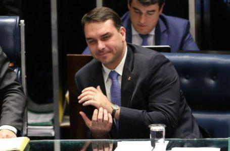 Flávio Bolsonaro pede troca de promotores de investigação de caso das 'rachadinhas'