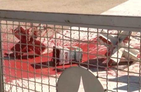 Protesto joga cruzes e tinta vermelha na rampa do Palácio do Planalto