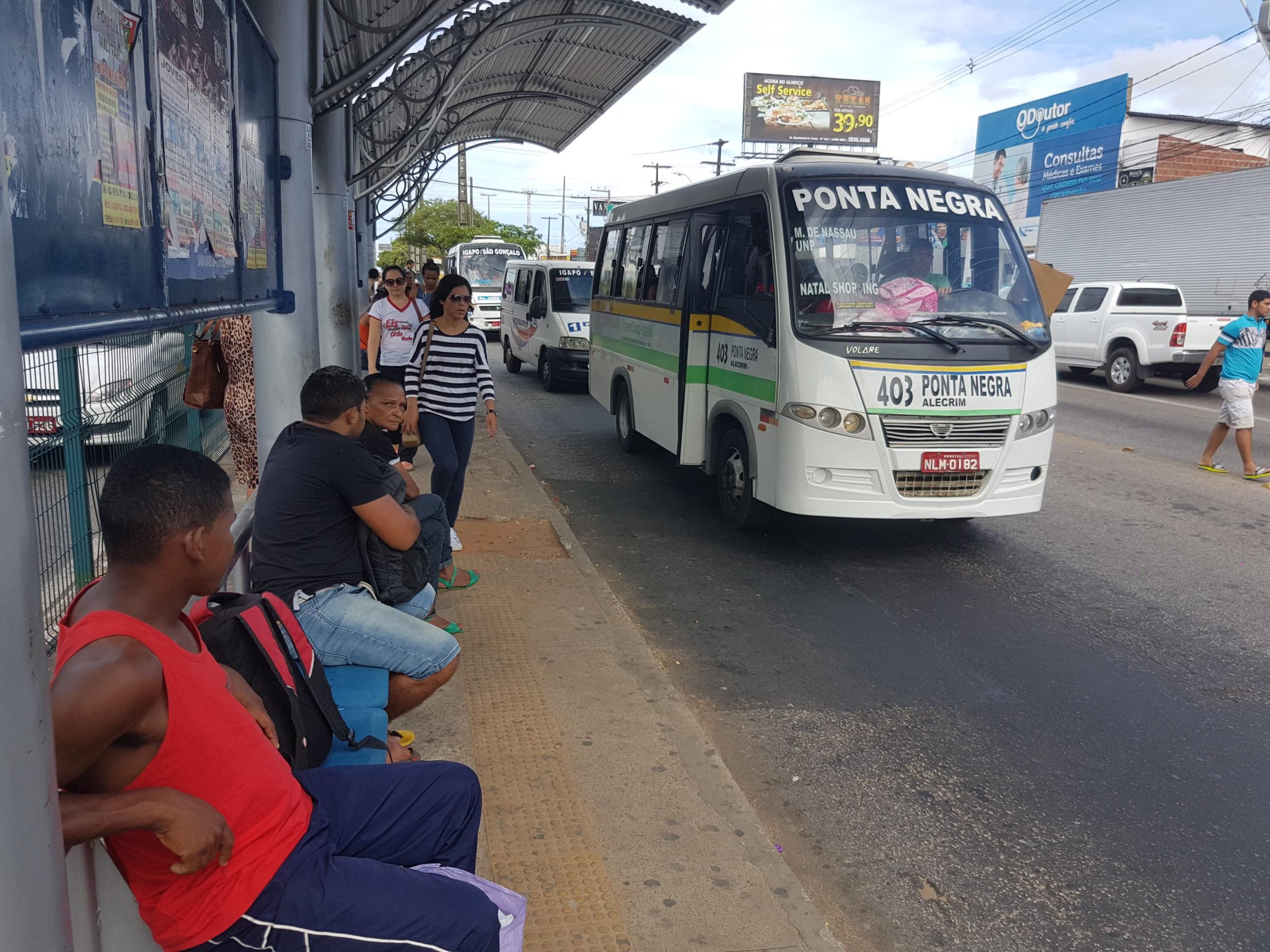 Permissionários de transporte alternativo realizam protesto na manhã de hoje em Natal