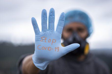 """OMS diz que pandemia de covid-19 é """"uma grande onda"""", não é sazonal"""