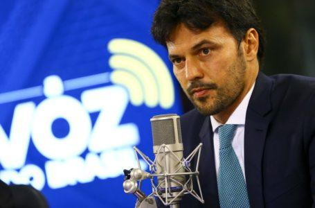 Ministro das Comunicações promete rádio no celular sem custo para o usuário