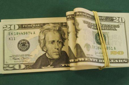 Dólar abre em alta e vai a R$ 5,74, maior cotação em 5 meses