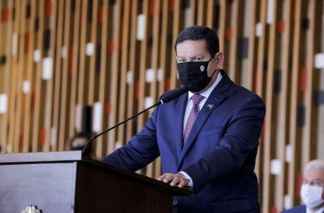 'O governo vai comprar vacina desenvolvida na China', diz Mourão a revista