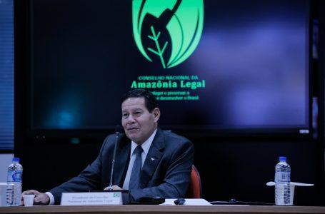 Mourão antecipa dados e diz que houve queda de desmatamento da Amazônia