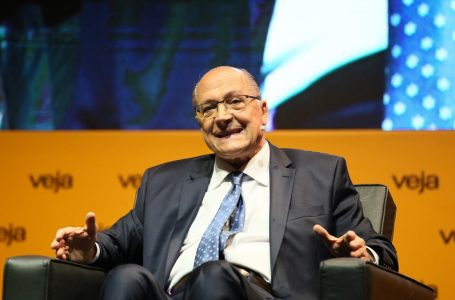Justiça Eleitoral determina bloqueio de R$ 11,3 milhões em bens de Geraldo Alckmin