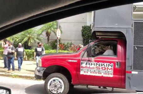 Profissionais do setor de eventos fazem manifestação em frente ao Midway