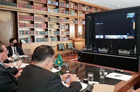 Bolsonaro anuncia ajuda ao Líbano e convida Michel Temer para chefiar a missão