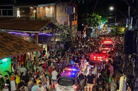 Multidão se aglomera em Pipa durante feriadão