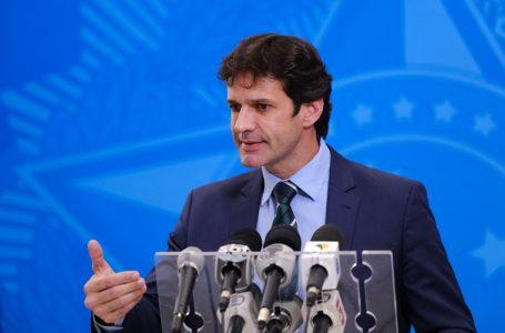 Ministro do Turismo testa positivo para novo coronavírus