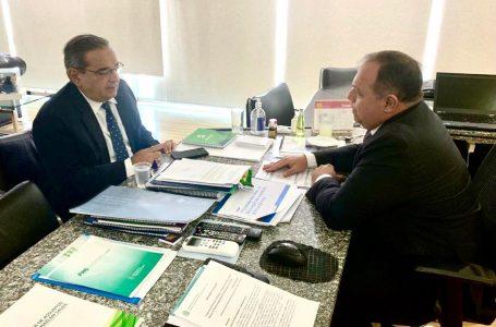 Álvaro Dias leva projeto de novo Hospital Municipal a ministro da Saúde