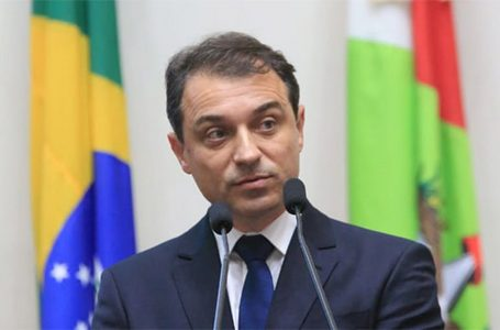 Governador de Santa Catarina é afastado do cargo