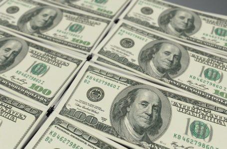 Dólar fecha em leve queda ante o real
