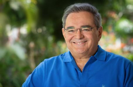 Álvaro Dias (PSDB) é reeleito em primeiro turno na capital potiguar