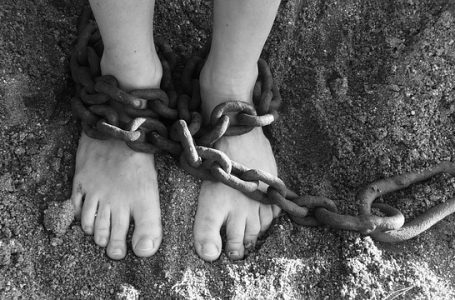Homem é estuprado e torturado por amigo em cárcere privado
