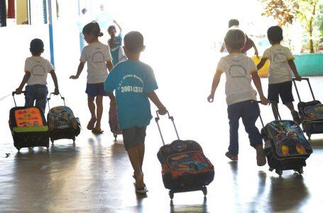 Álvaro Dias sanciona lei que inclui aulas presenciais como atividade essencial