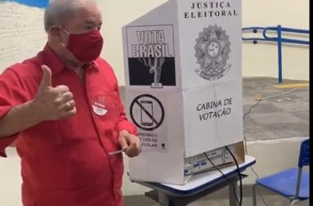 Lula vota em São Bernardo e diz que PT sairá fortalecido nessas eleições