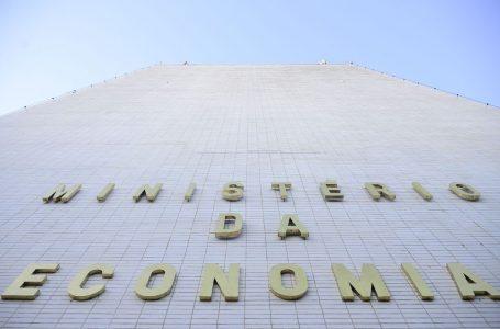 Ministério melhora previsão de queda da economia brasileira