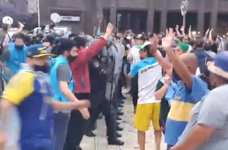Fãs começam a se despedir de Maradona; confusão ocorre na formação da fila