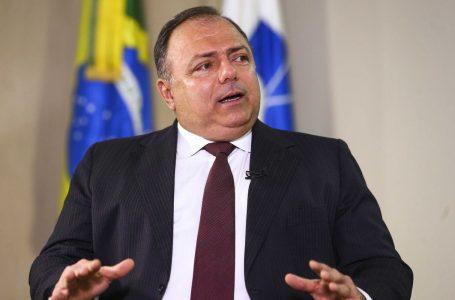"""""""Sigo como Ministro da Saúde e salvando mais vidas"""", diz Pazuello após rumores de demissão"""