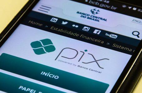 Banco Central volta a afirmar segurança do PIX e alerta usuários sobre golpes na internet