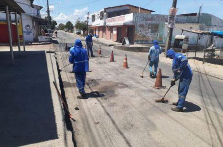 Buracos na Av. Moema Tinoco continuam sem solução por jogo de empurra de autoridades